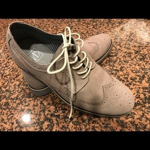 Alpine Swiss Tan Suede Lace Up Oxford — size 9